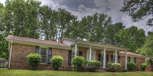 1418 Parklawn Dr, Murfreesboro TN 37130