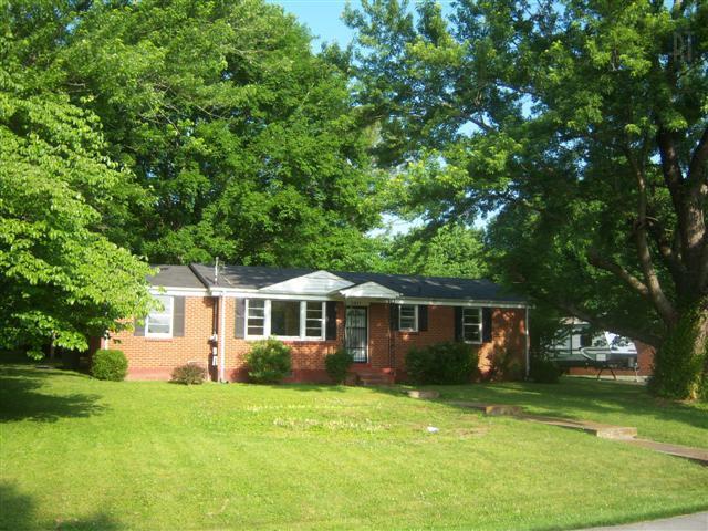 4001 Glenrose Dr, Columbia TN 38401