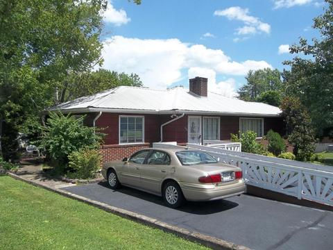 204 Brown Mountain Loop RdKnoxville, TN 37920