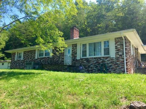 320 Old Clear Branch Rd, Rocky Top, TN 37769
