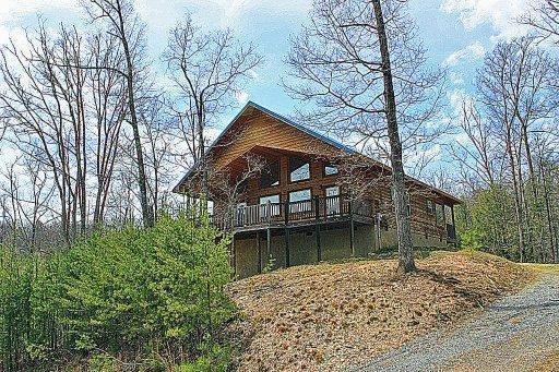 2552 Treehouse Ln, Sevierville, TN 37876
