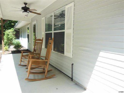1060 Mark Ann Ln, Sevierville TN 37862