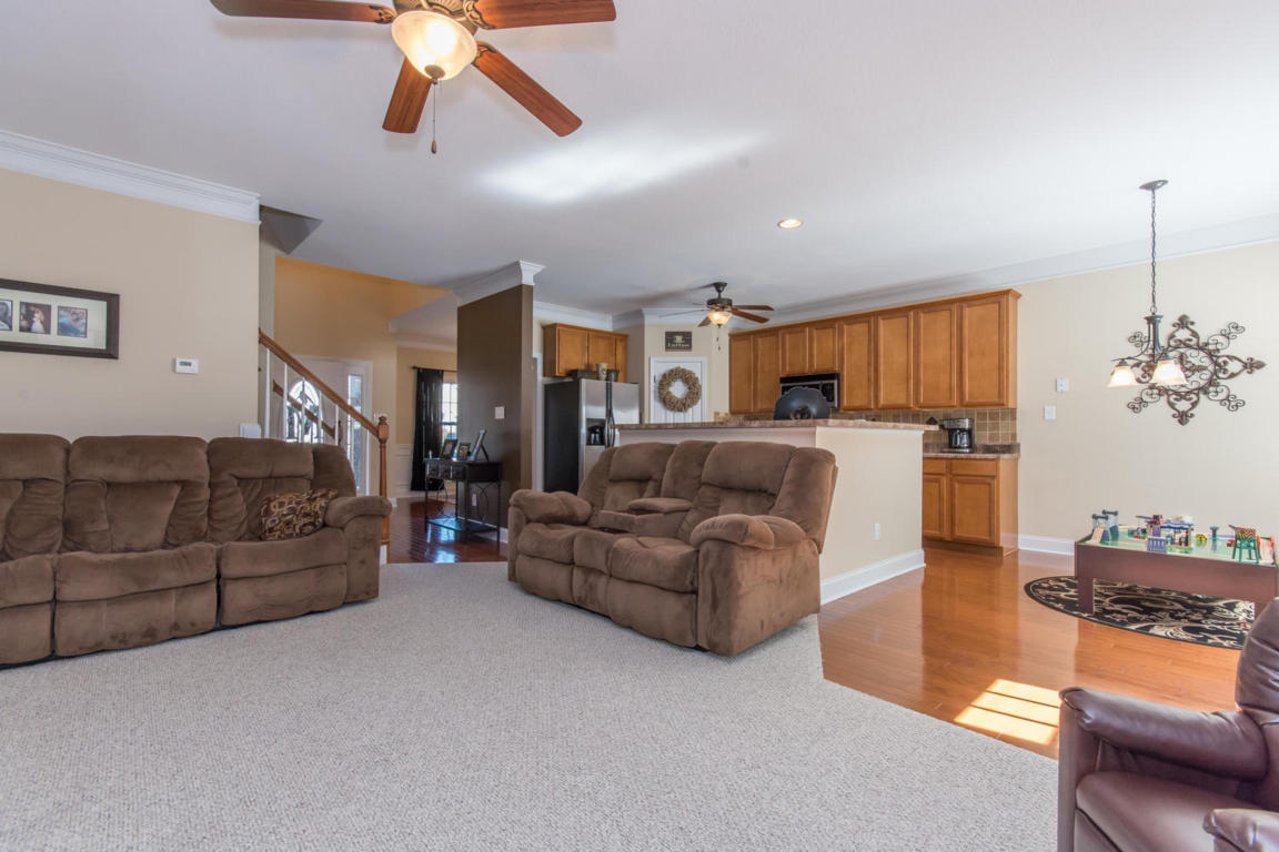 3304 Grassy Pointe Ln, Knoxville TN 37931
