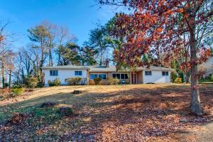 1108 NW Sharon Rd, Knoxville, TN