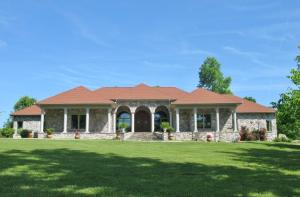 637 Orlie Young Rd, Crab Orchard, TN