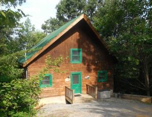 2449 N School House Gap Rd, Sevierville, TN