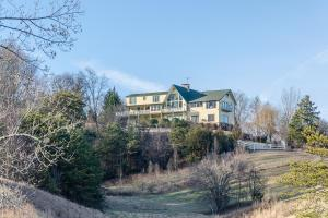 1120 Crestview Dr, Pigeon Forge TN 37863