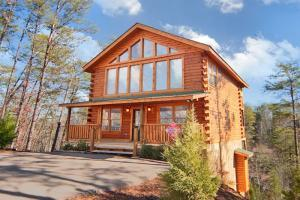703 Country Oaks Dr, Pigeon Forge TN 37863