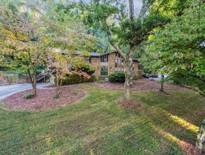 1700 Cove Creek Ln, Knoxville TN 37919