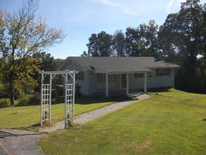 1319 Hilltop Rd, Dandridge, TN