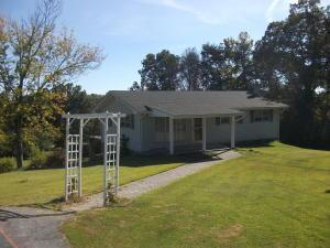 1319 Hilltop Rd, Dandridge TN 37725