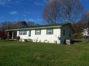 804 Pinecrest Dr, Dandridge TN 37725