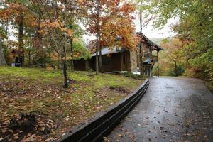 632 Country Oaks Dr, Pigeon Forge TN 37863