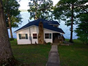 1490 Dover Ln, Dandridge, TN