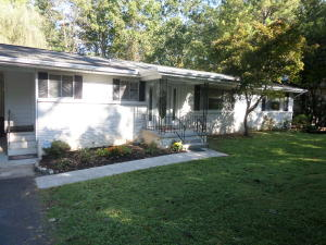 894 W Outer Dr, Oak Ridge, TN