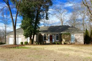 200 Anglewood Dr, Lenoir City, TN