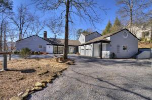 647 Forest Dr, Pigeon Forge TN 37863