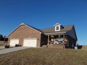 3020 Villas Creekside Dr, Dandridge, TN