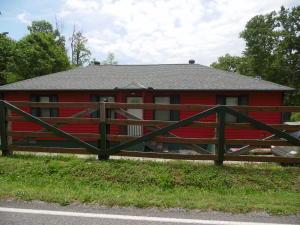 2719 Oak Grove Rd, Lake City TN 37769