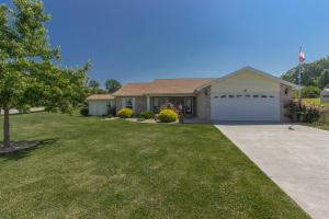 2950 Country Meadows Ln, Maryville, TN
