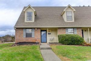 907 Chip Cove Ln, Knoxville TN