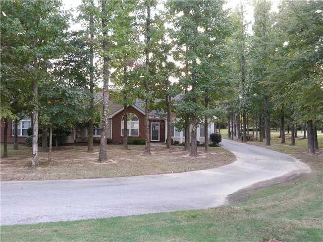 261 Oak Club Ln #APT 9, Collierville, TN