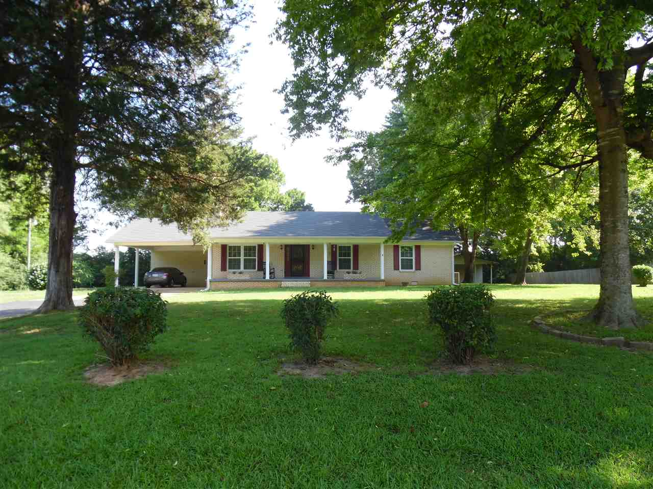 450 Cedar Cove Ln, Savannah, TN