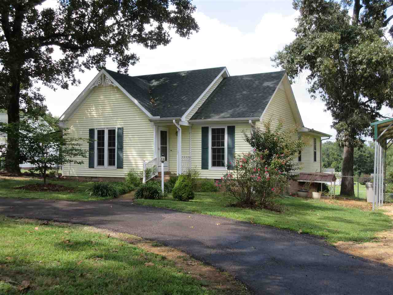 585 Neill Cemetery Rd, Savannah, TN