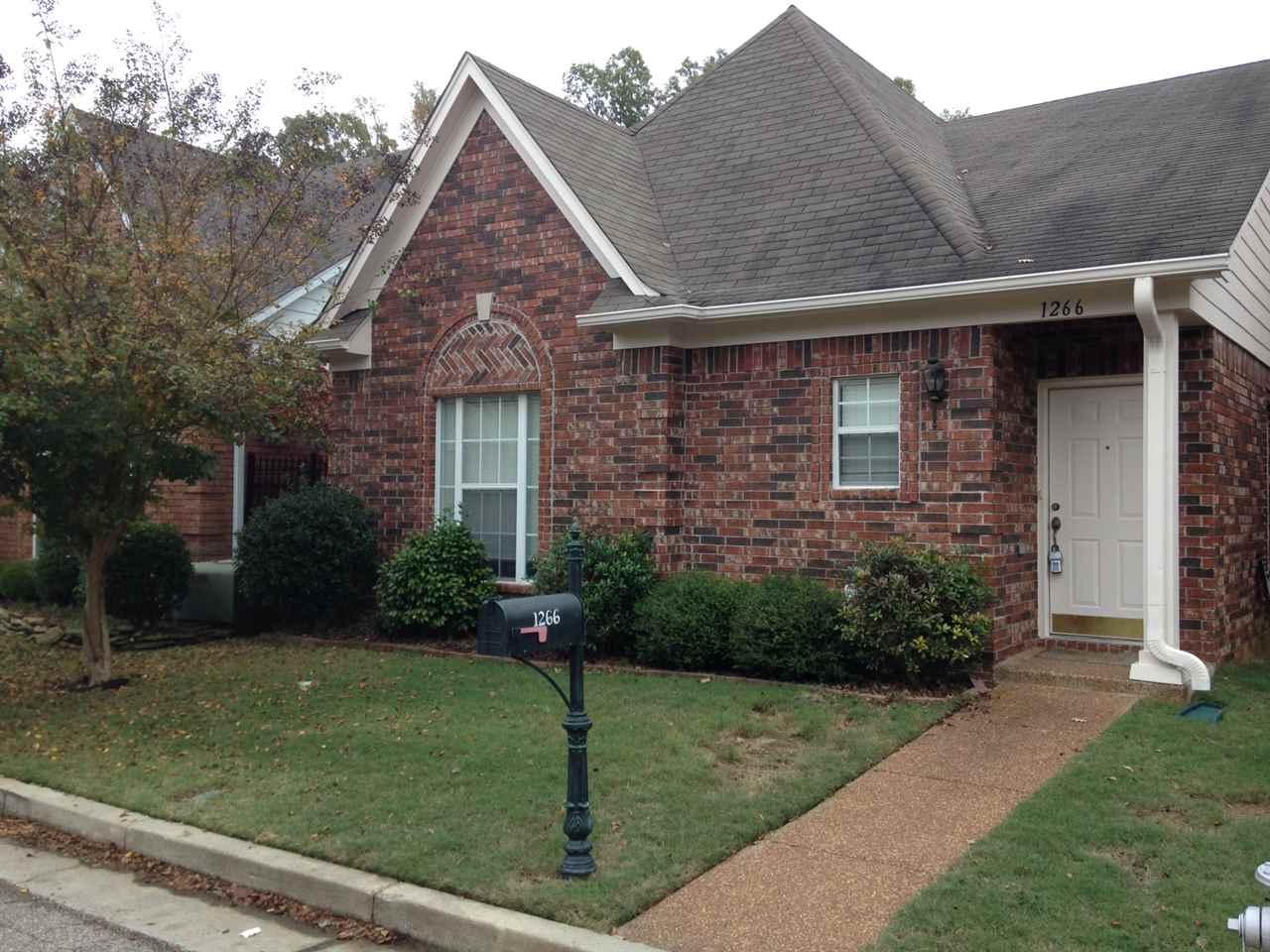 1266 Oak Creek Dr, Collierville, TN