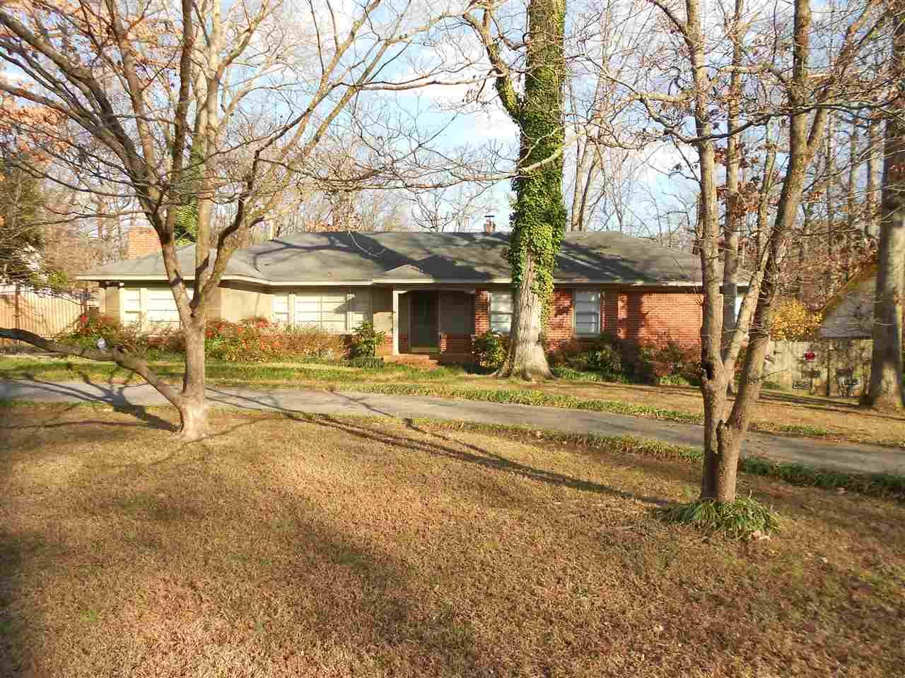 1326 W Crestwood Dr, Memphis, TN