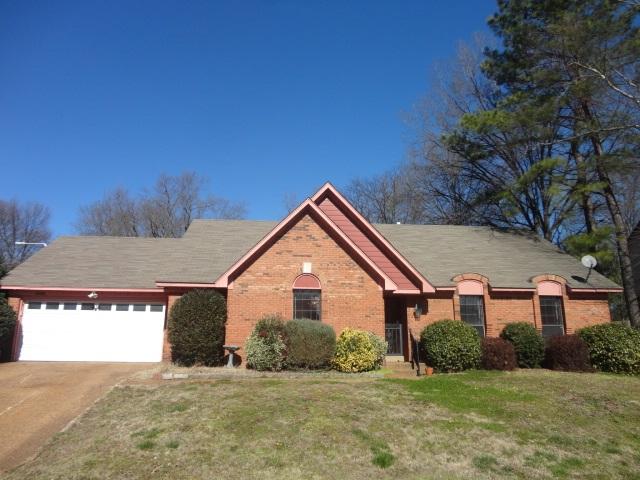 5738 S Lake Oaks Dr, Memphis, TN