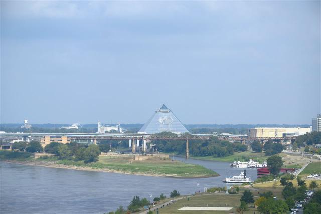 655 Riverside Dr #APT 907A, Memphis TN 38103