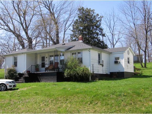702 Crescent Dr, Glade Spring, VA 24340
