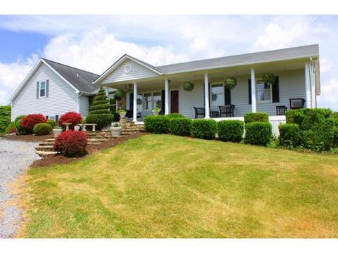 32049 Ramblewood Dr, Glade Spring, VA 24340