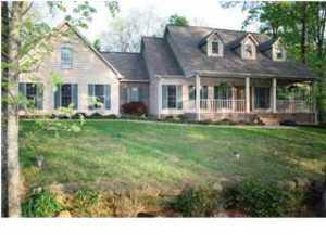 467 Whispering Pines Dr, Trenton, GA 30752
