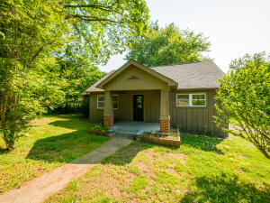 93 Middle Rd, Lookout Mountain, GA 30750