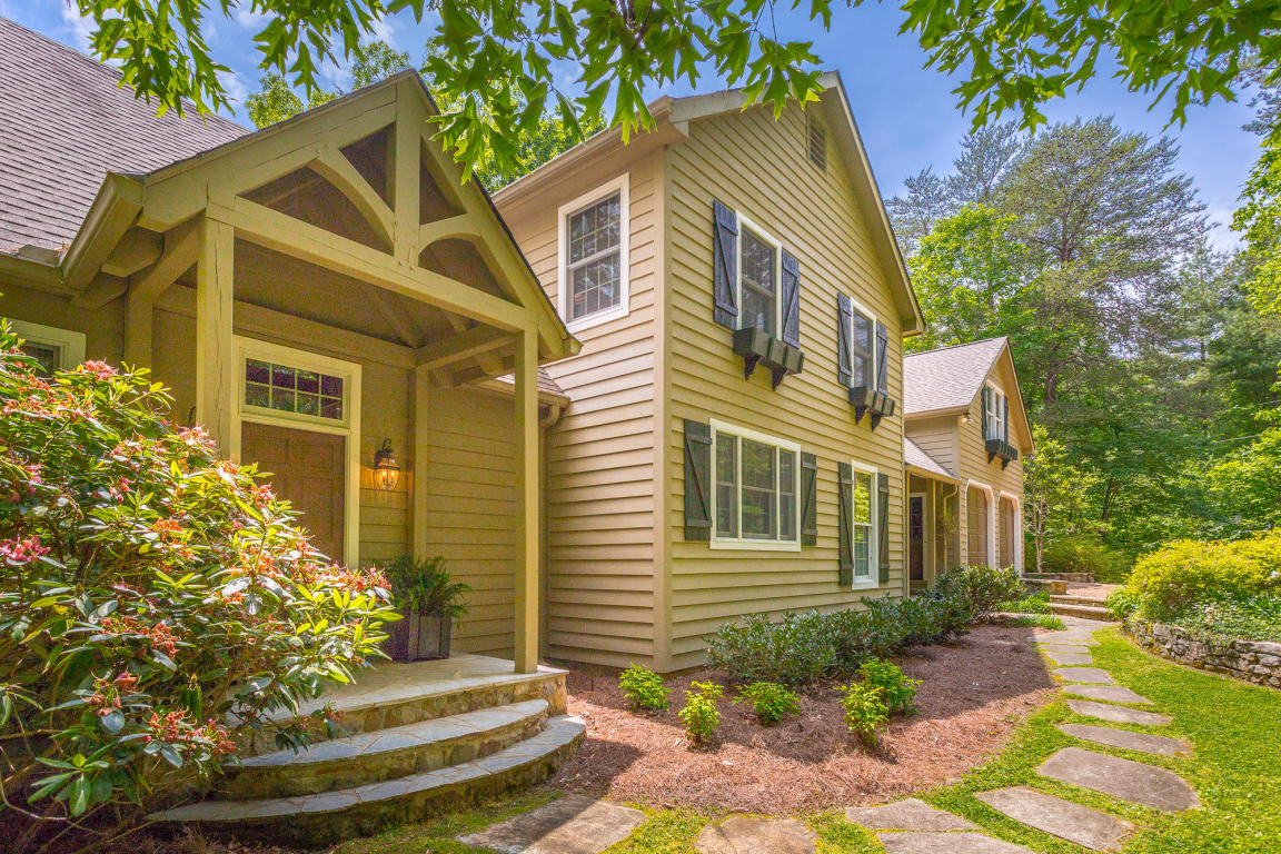 915 Mount Olive Rd, Lookout Mountain, GA 30750