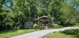 1208 Cinderella Rd, Lookout Mountain, GA 30750