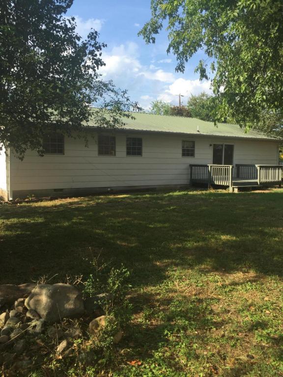 416 Cherokee Tr, Trenton, GA 30752