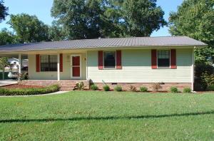 703 W 13th St, Chickamauga, GA 30707
