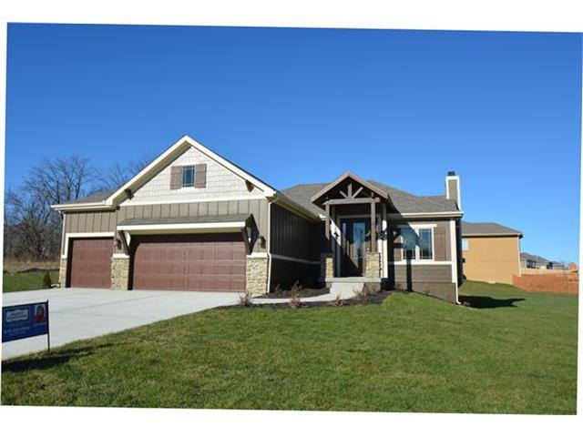 1402 NW Cottonwood Dr, Grain Valley MO 64029