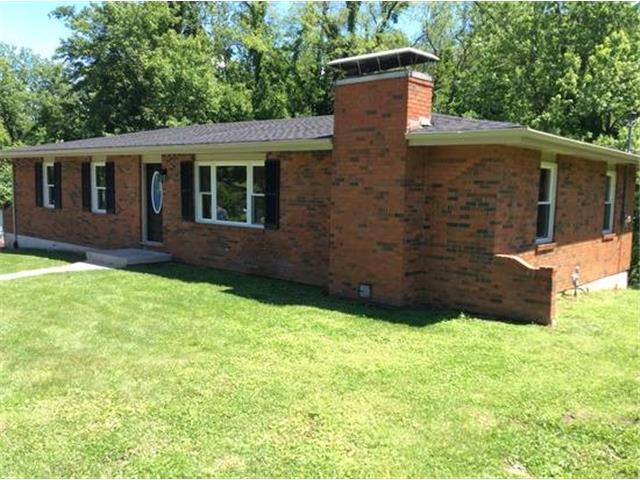 2 Forest Ln, Lexington MO 64067