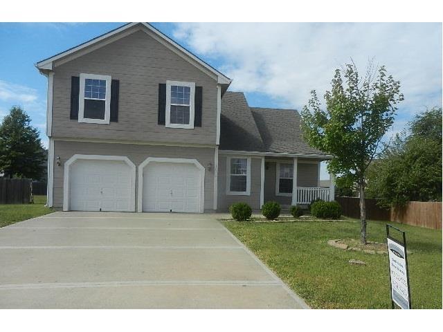 1010 E Cottage Creek Cir, Gardner KS 66030