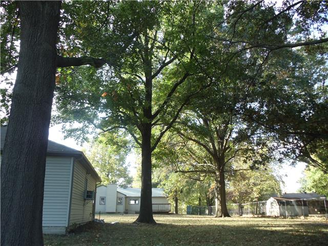 7606 High Grove Rd, Grandview, MO