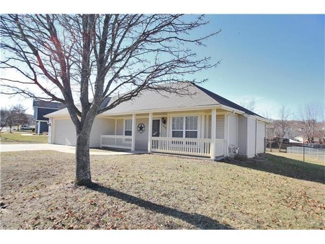 808 Lakeview Dr, Grain Valley MO 64029