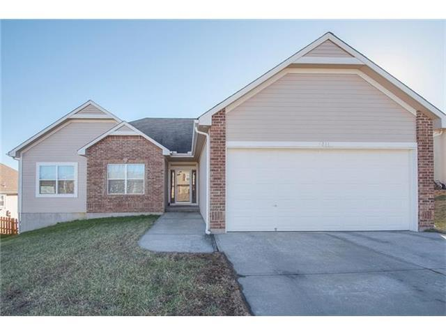 1211 NW Baytree Dr, Grain Valley MO 64029