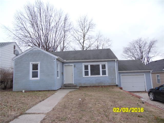 1607 Oneida St, Lexington MO 64067