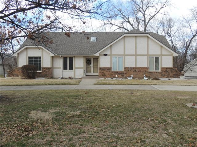 2101 NW Fawn Dr, Blue Springs MO 64015