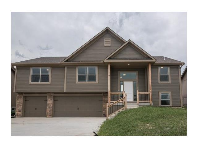 2010 NW Hedgewood Dr, Grain Valley MO 64029