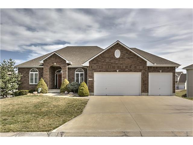 2706 SW Shadow Creek Ct, Blue Springs MO 64015